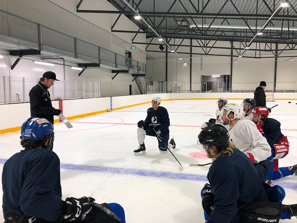 Eetu Qvist coaching ice hockey players